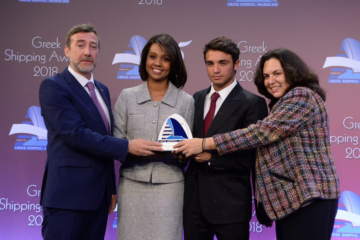 Margareth Mosquera (centre) of Panama Maritime Authority presenting the Award for Achievement in Education or Training to Capt. Thanassis Karapoulios, Panagiotis N. Tsakos junior and Ms. Venetia Kallipolitou for Tsakos Enhanced Education Nautical School.